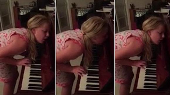 Video: Bé gái 12 tuổi chơi piano trong lúc mộng du 1