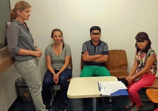 Hai người Việt bị bắt khi du lịch ở Thụy Sĩ vì 'cầm nhầm' mắt kính 1