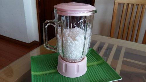 Cách làm nước cốt dừa thơm ngon nguyên chất thật đơn giản tại nhà 5