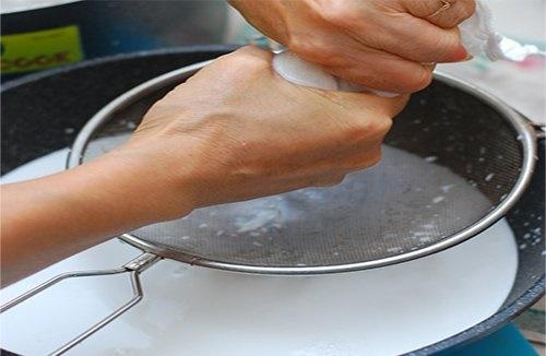 Cách làm nước cốt dừa thơm ngon nguyên chất thật đơn giản tại nhà 6