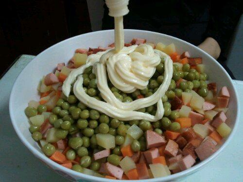 Cách làm salad Nga truyền thống cực kỳ đơn giản chỉ trong vài phút 4