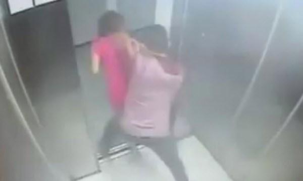 Loạt video thiếu nữ bị cướp giật trắng trợn trong thang máy 2