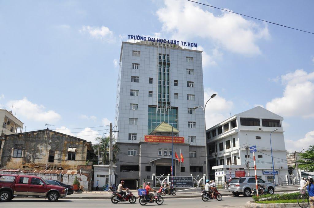 ĐH Luật TPHCM hủy kỳ thi đánh giá năng lực đầu vào 1