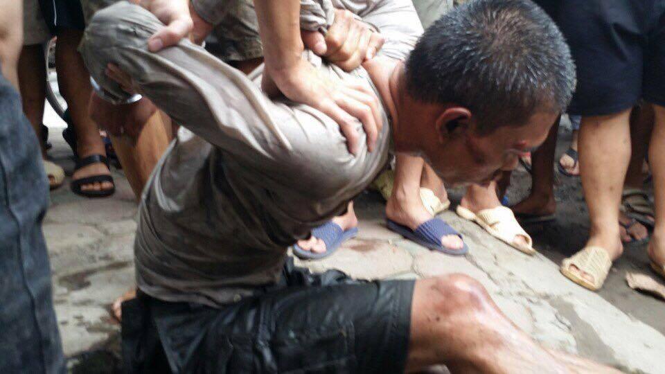 Video: Tên trộm liều lĩnh nhảy xuống sông Tô Lịch hòng thoát thân 2