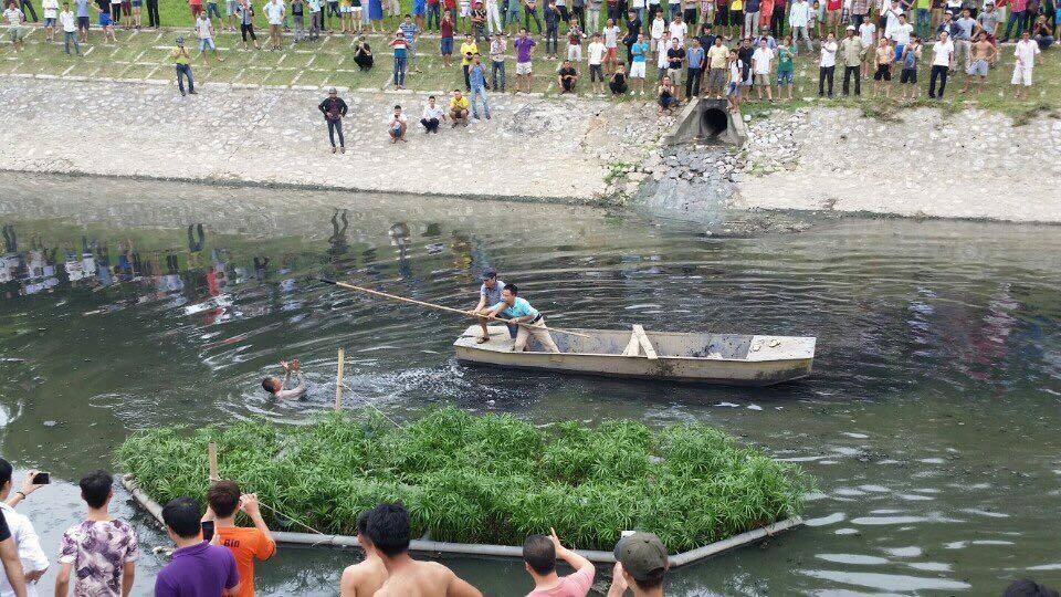 Video: Tên trộm liều lĩnh nhảy xuống sông Tô Lịch hòng thoát thân 1