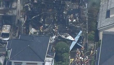 Máy bay hạng nhẹ rơi xuống Tokyo, 3 tòa nhà bốc cháy 1