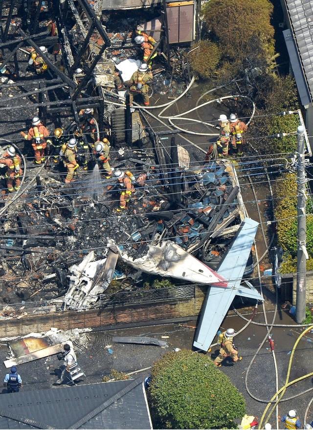 Máy bay hạng nhẹ rơi xuống Tokyo, 3 tòa nhà bốc cháy 4