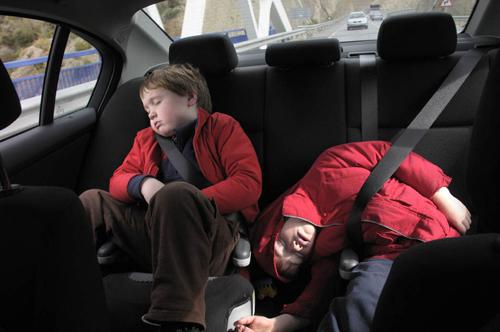 Lái xe có trẻ em cần lưu ý những gì? 2