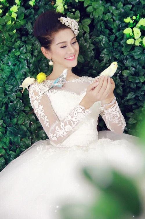 Lâm Chi Khanh bất ngờ đăng ảnh váy cưới 1