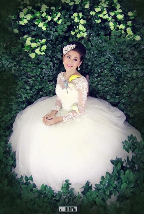 Lâm Chi Khanh bất ngờ đăng ảnh váy cưới 3