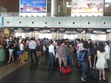 Mất điện thoại, dây chuyền ở sân bay Nội Bài 1