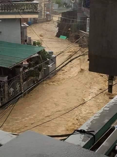 Quảng Ninh: Người dân phải chèo thuyền trên quốc lộ 3