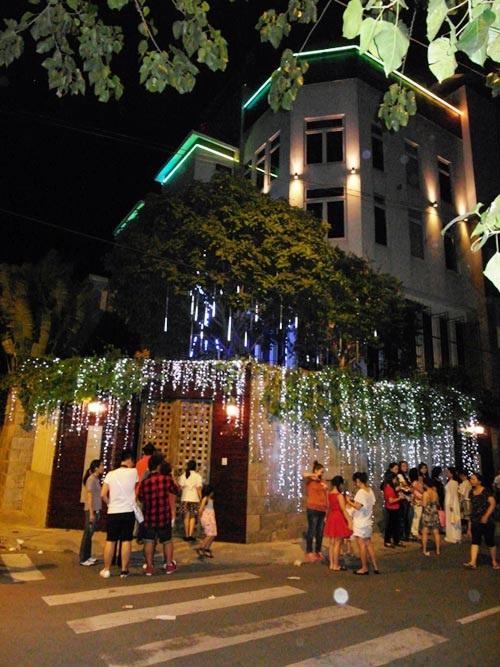 Những ngôi nhà mặt phố đắt đỏ của sao Việt 13