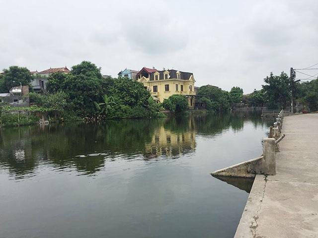 Hà Nội: Phát hiện thi thể bé trai giữa hồ 1
