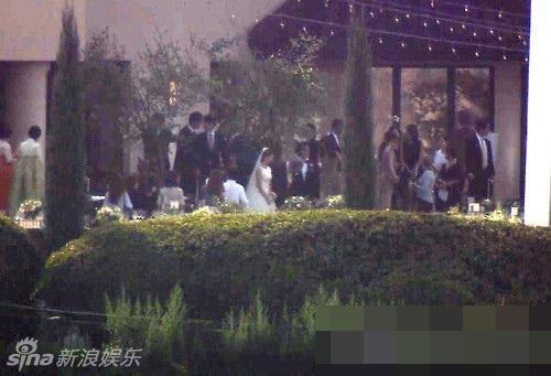 Những bức ảnh hiếm hoi trong lễ cưới Bae Yong Joon 1