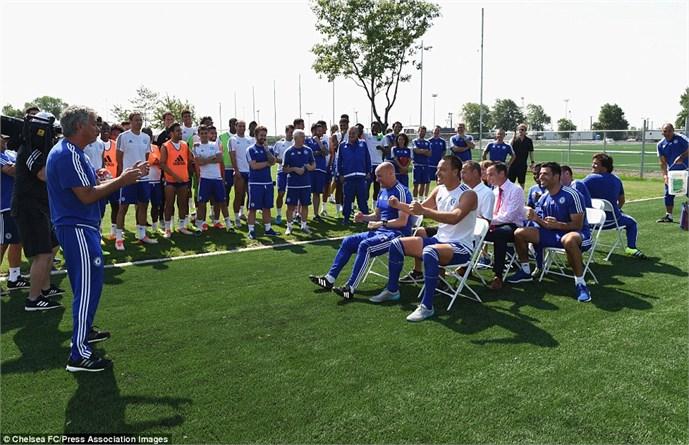 John Terry rất tỉnh đòn trước trò 'chơi khăm' của Mourinho 2