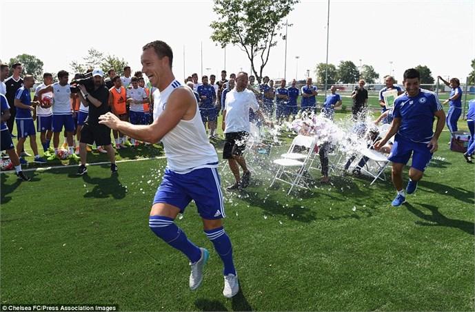 John Terry rất tỉnh đòn trước trò 'chơi khăm' của Mourinho 5