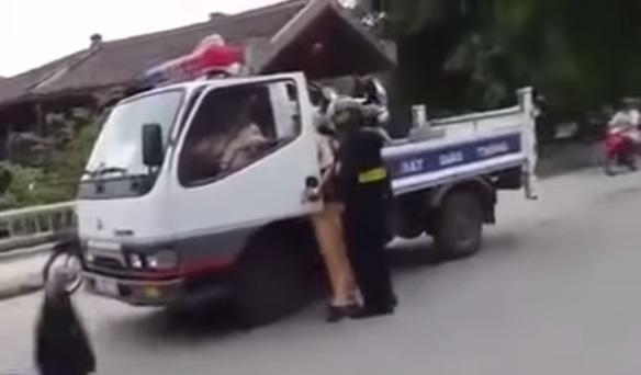 Công an Ninh Bình đang làm rõ clip 'tố' CSCĐ đánh người 2