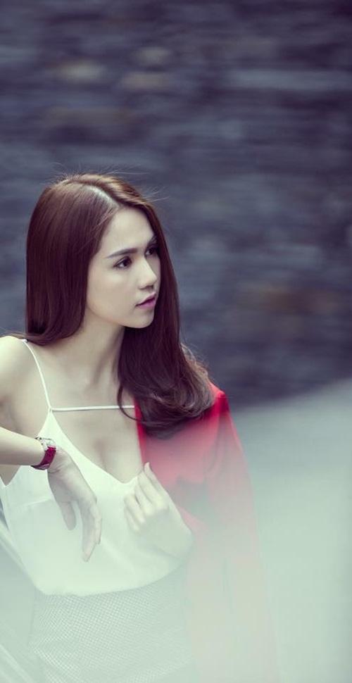 Facebook sao Việt: Angela Phương Trinh diện váy đỏ gợi cảm, Tú Linh hóa cô dâu 7