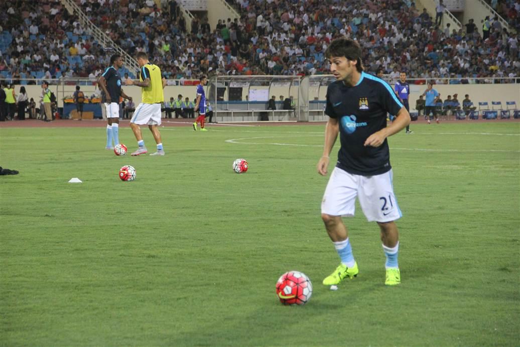 Cận cảnh vệ sĩ cơ bắp của Man City trong trận đấu với ĐT Việt Nam 1