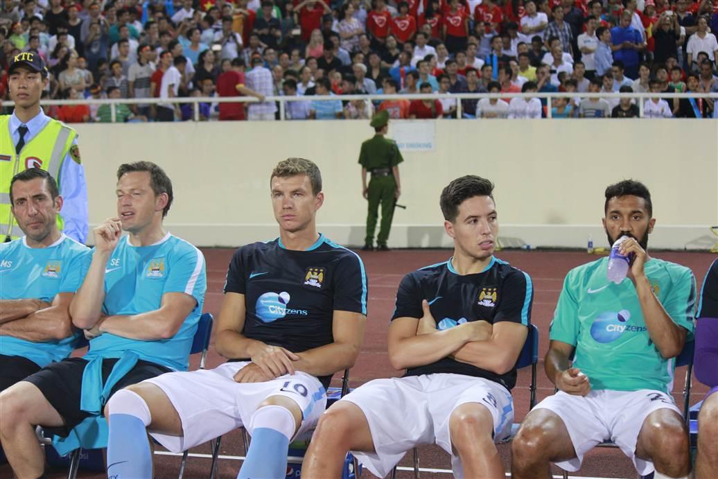 Cận cảnh vệ sĩ cơ bắp của Man City trong trận đấu với ĐT Việt Nam 5