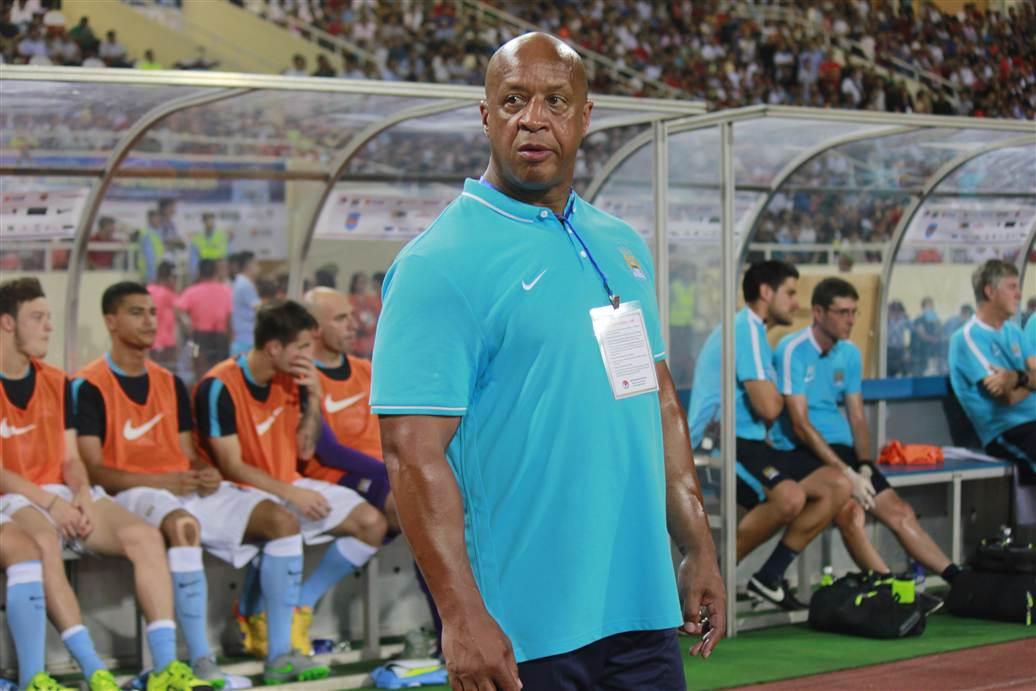 Cận cảnh vệ sĩ cơ bắp của Man City trong trận đấu với ĐT Việt Nam 2