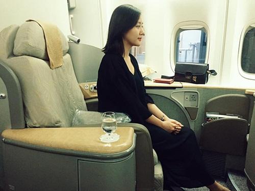 Facebook sao Việt: Angela Phương Trinh diện váy đỏ gợi cảm, Tú Linh hóa cô dâu 5