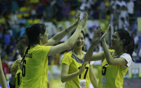 ĐT bóng chuyền nữ Việt Nam thắng nghẹt thở trước CLB Liêu Ninh 1