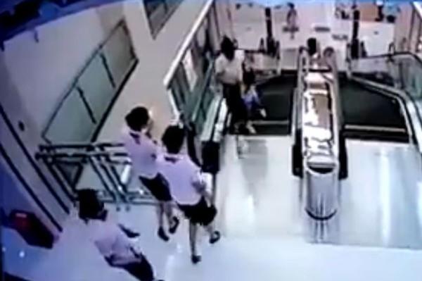 """Lỗi của con người trong vụ thang cuốn """"nuốt"""" người tại Trung Quốc 2"""