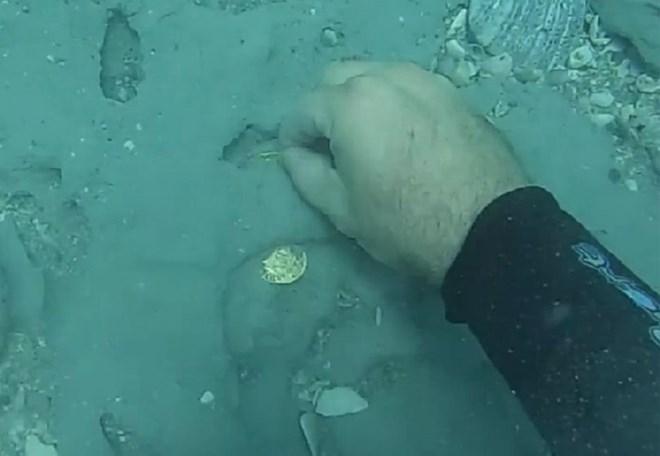 Video: Tìm thấy kho vàng trị giá 1 triệu USD trong xác tàu đắm 300 năm 1