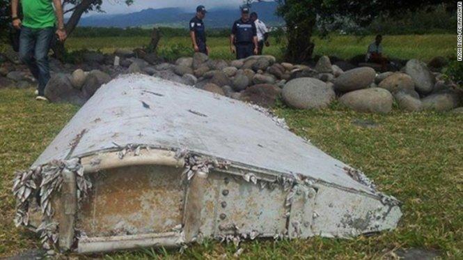 """Cận cảnh mảnh vỡ """"khẳng định của máy bay MH370″"""