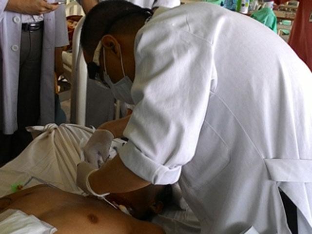 Quảng Nam: Cứu sống bệnh nhân bị đứt lìa khí quản  1