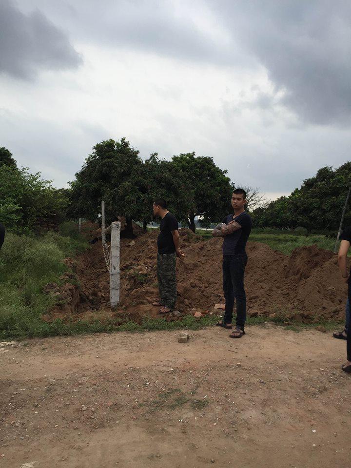 Hà Nội: Dân hoang mang vì 20 đối tượng xăm trổ, dựng lều ngay sát nhà 2