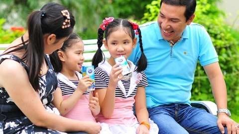 Hình ảnh hạnh phúc ít biết của Quang Thắng bên vợ con 5