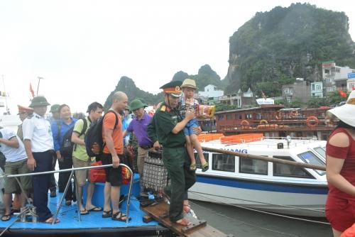 Mưa lũ Quảng Ninh: Lãnh đạo tỉnh xin lỗi du khách Cô Tô 2