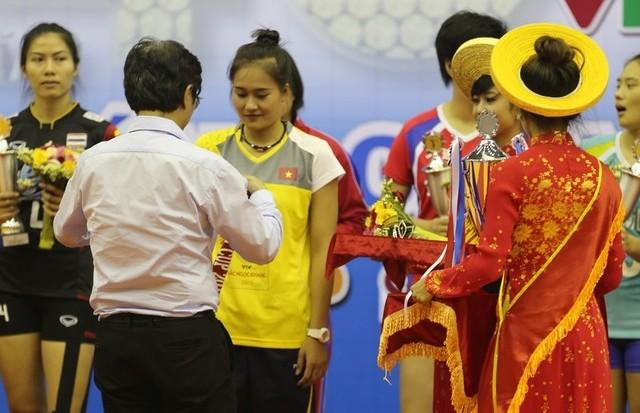 Linh Chi đoạt danh hiệu Hoa khôi bóng chuyền VTV Cup 2015 1
