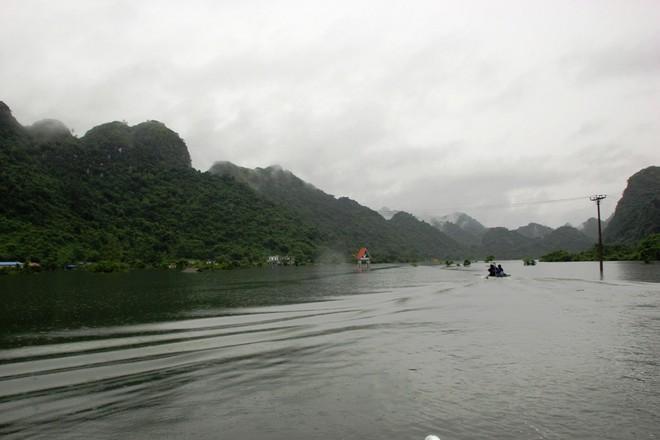 Xã đảo ở Hải Phòng thành biển hồ, 30 nhà dân ngập trong nước 2