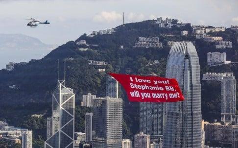 Chàng trai thuê trực thăng cầu hôn bạn gái trên tòa nhà chọc trời 1