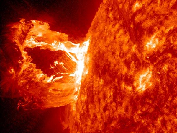 Video: Cảnh tượng bùng nổ ngoạn mục hiếm có trên Mặt Trời 2