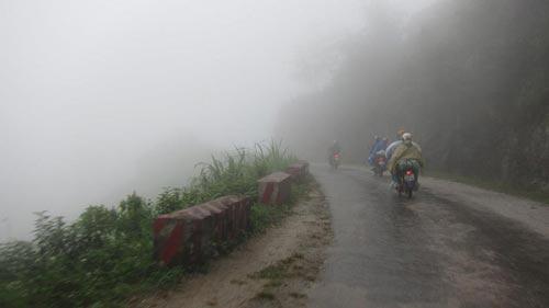'Phượt' xe máy vào mùa mưa cần những gì? 3