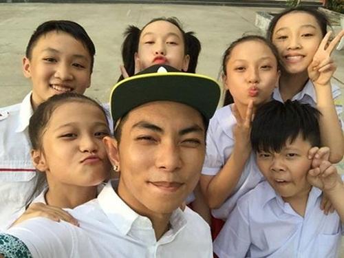 Facebook sao Việt: Bằng Kiều rạng rỡ cùng hai con trai 9