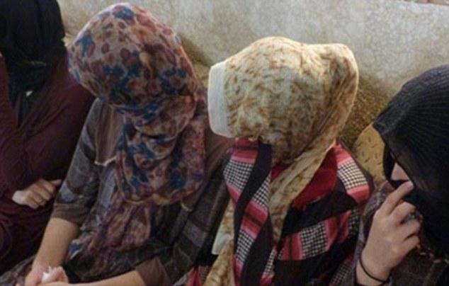 IS hành quyết 19 cô gái vì từ chối