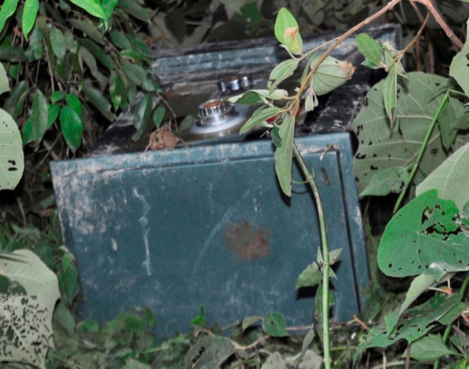 Hình ảnh Hà Tĩnh: Két sắt đựng tiền, vàng bị vứt bên đường số 1