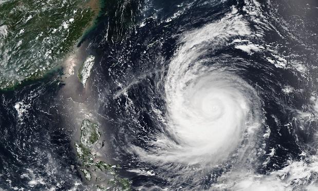 Bé gái 8 tuổi bị cuốn ra biển khi siêu bão Soudelor tiến gần Đài Loan 1