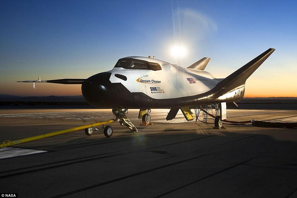 Máy bay lớn nhất thế giới năm 2016 có thể đưa phi hành gia lên vũ trụ 5