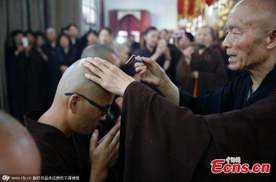 Triệu phú Trung Quốc bỏ cuộc sống giàu sang để thành nhà tu 1