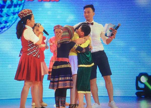 Bước nhảy hoàn vũ nhí 2015 tập 7: Minh Hằng, Thủy Tiên đau lòng loại bỏ thí sinh 4