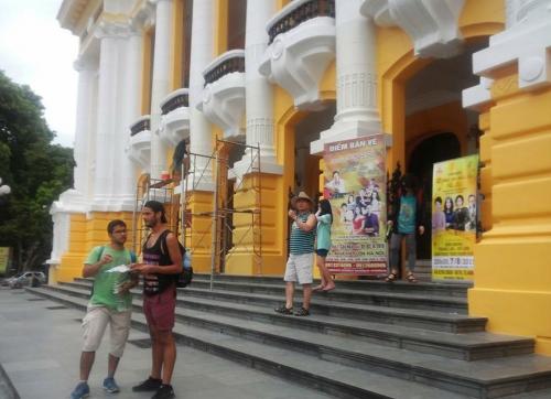 Bị dư luận phản đối, Nhà hát lớn Hà Nội trở về màu sơn cũ 2