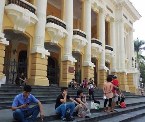 Bị dư luận phản đối, Nhà hát lớn Hà Nội trở về màu sơn cũ 3