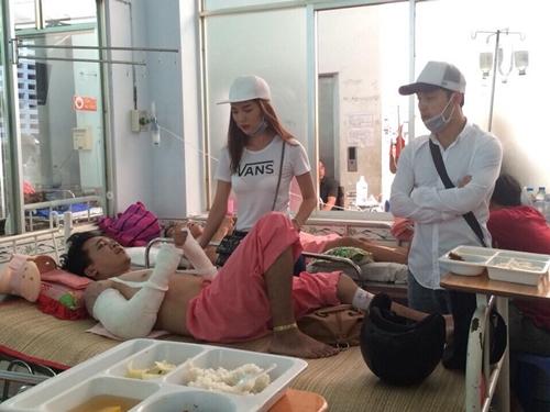 Ưng Hoàng Phúc và bạn gái phủ nhận việc bỏ mặc diễn viên phụ rơi từ tầng 2 2